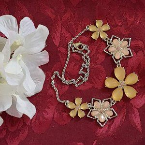 Silver Tone Flower Necklace Yellow and Pin…